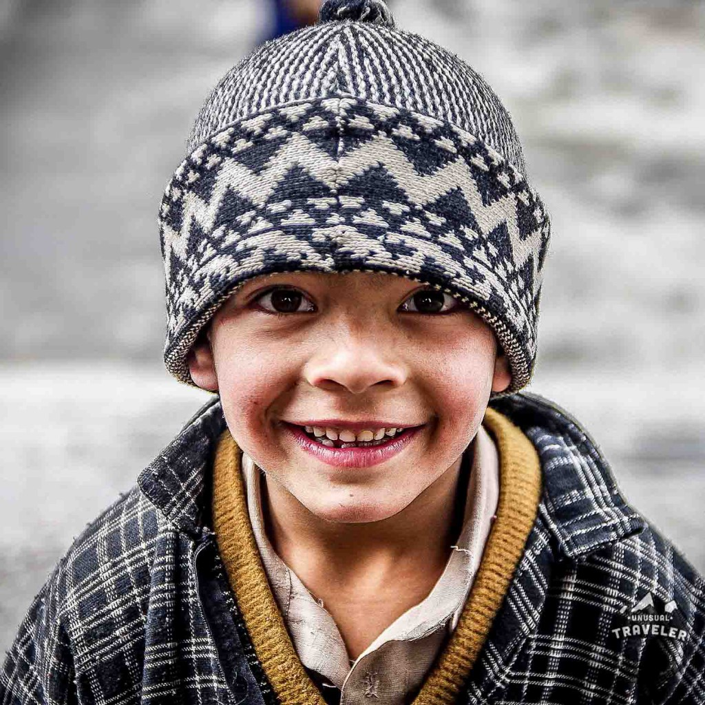 A local kid from Kashmir in the state of Jammu and Kashmir in North West India. #India #kashmir #srinigar #portrait