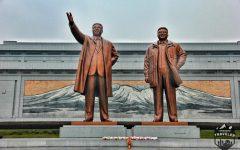 20-metre high bronze statue of Kim Il-Sung and Kim Jong-Il at Mansudae. #North_Korea , #Pyongyang