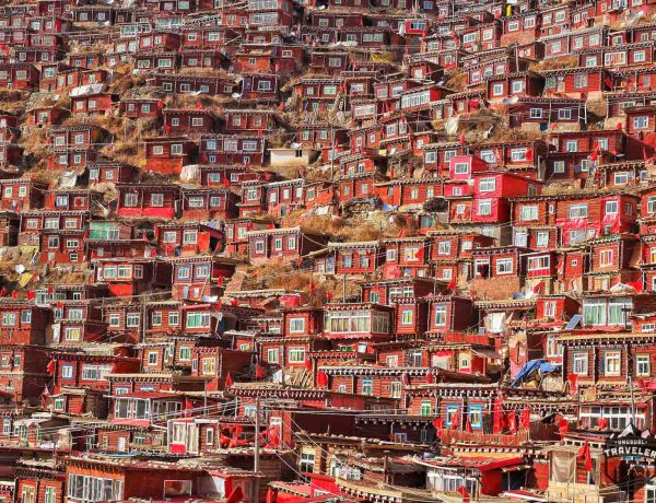 larung gar,sertar.PORTRAIT,TIBETAN,sichuan,china,red,house,crowded