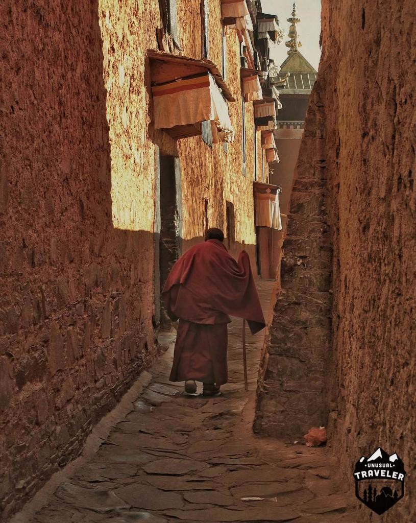 An old monk walking around Shigatse monastery. #Tibet,#Shigatse,#Monastery #Temple,#Monk,#walking