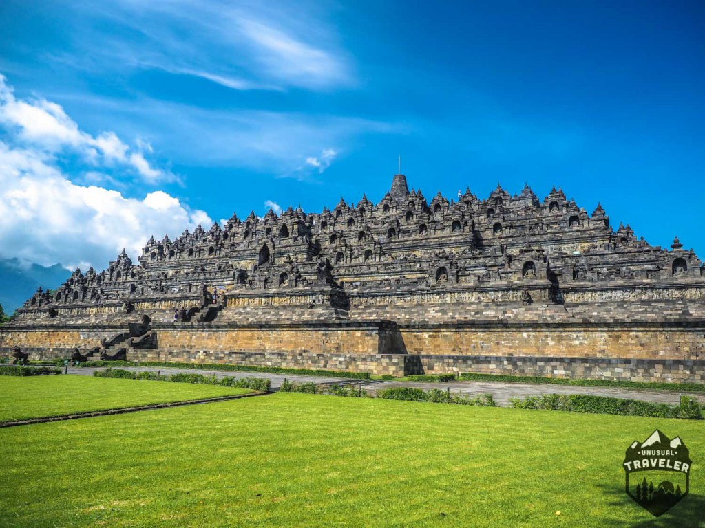 Borobudur, it's the world's largest Buddhist temple and is located on the island of Java on Indonesia. #indonesia,#java,#borobudur,#temple