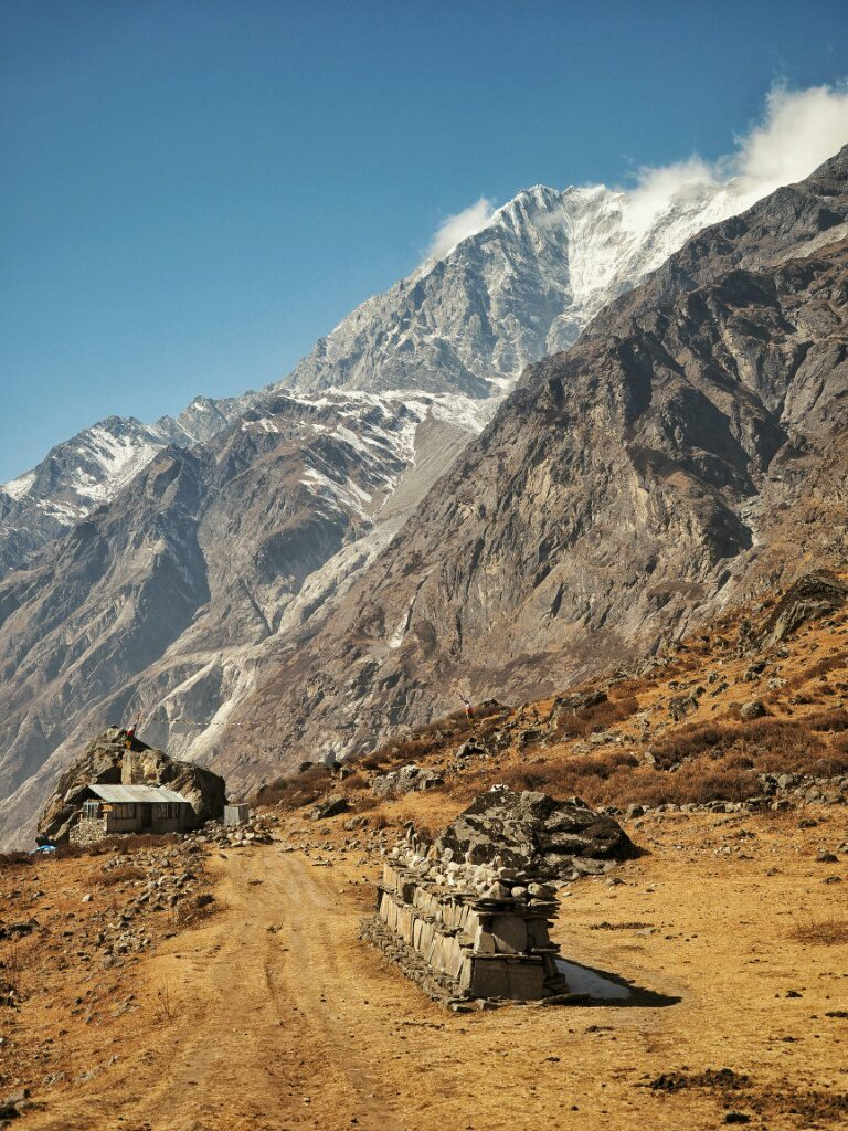 Easy and flat trough Langtang Valley, on the way to Mundu