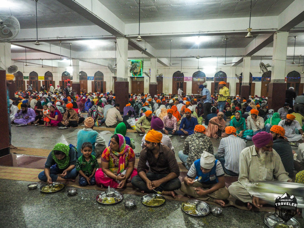common eating room at the Golden Temple