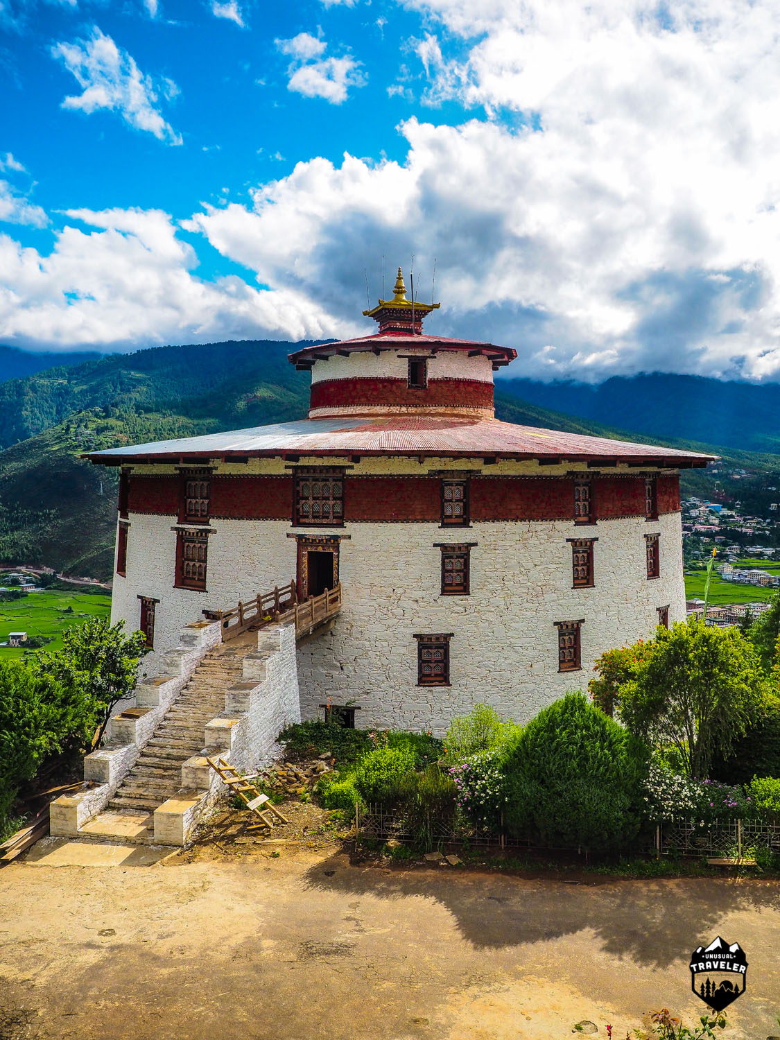 the National Museum has in its possession over 3,000 works of Bhutanese art, covering more than 1,500 years of Bhutan's cultural heritage. Its rich holdings of various creative traditions and disciplines, represent a remarkable blend of the past with the present and is a major attraction for local and foreign visitors.