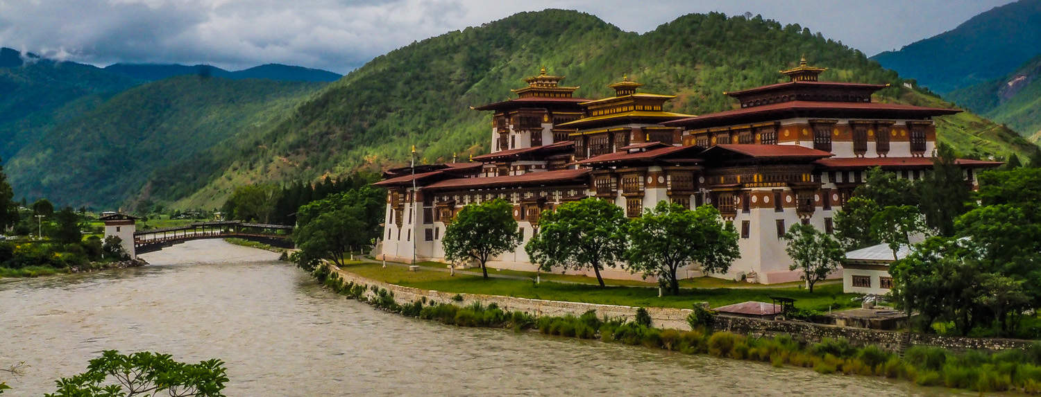 The Typical Tourist photo of Punakha Dzong.