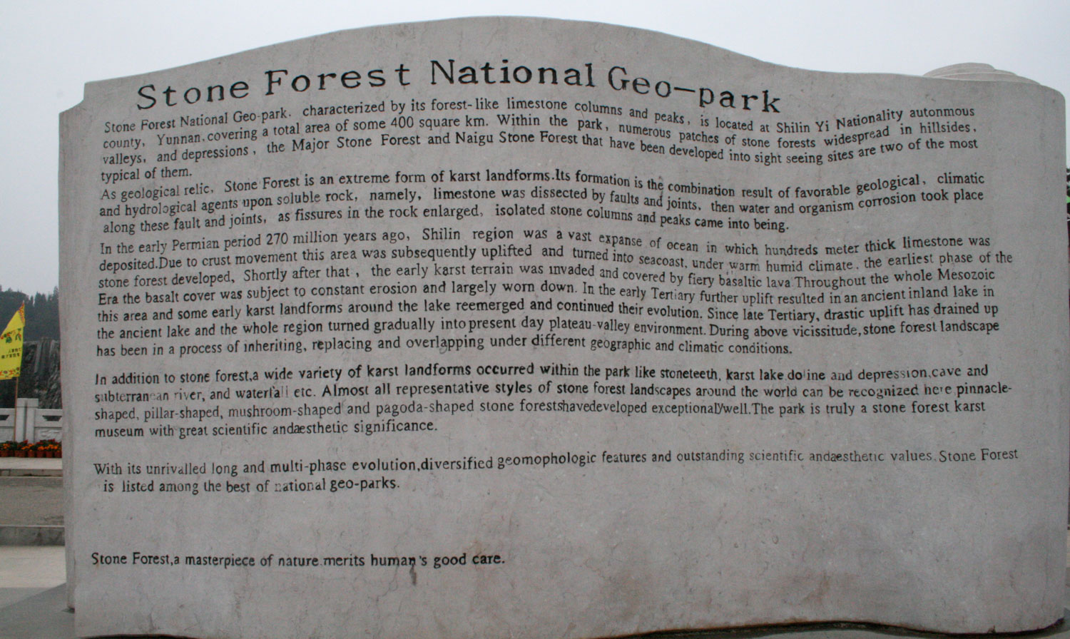 The stone sign at the entrance to the park, with all the information you need.
