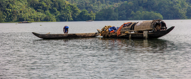 local boat´s at the sangu river