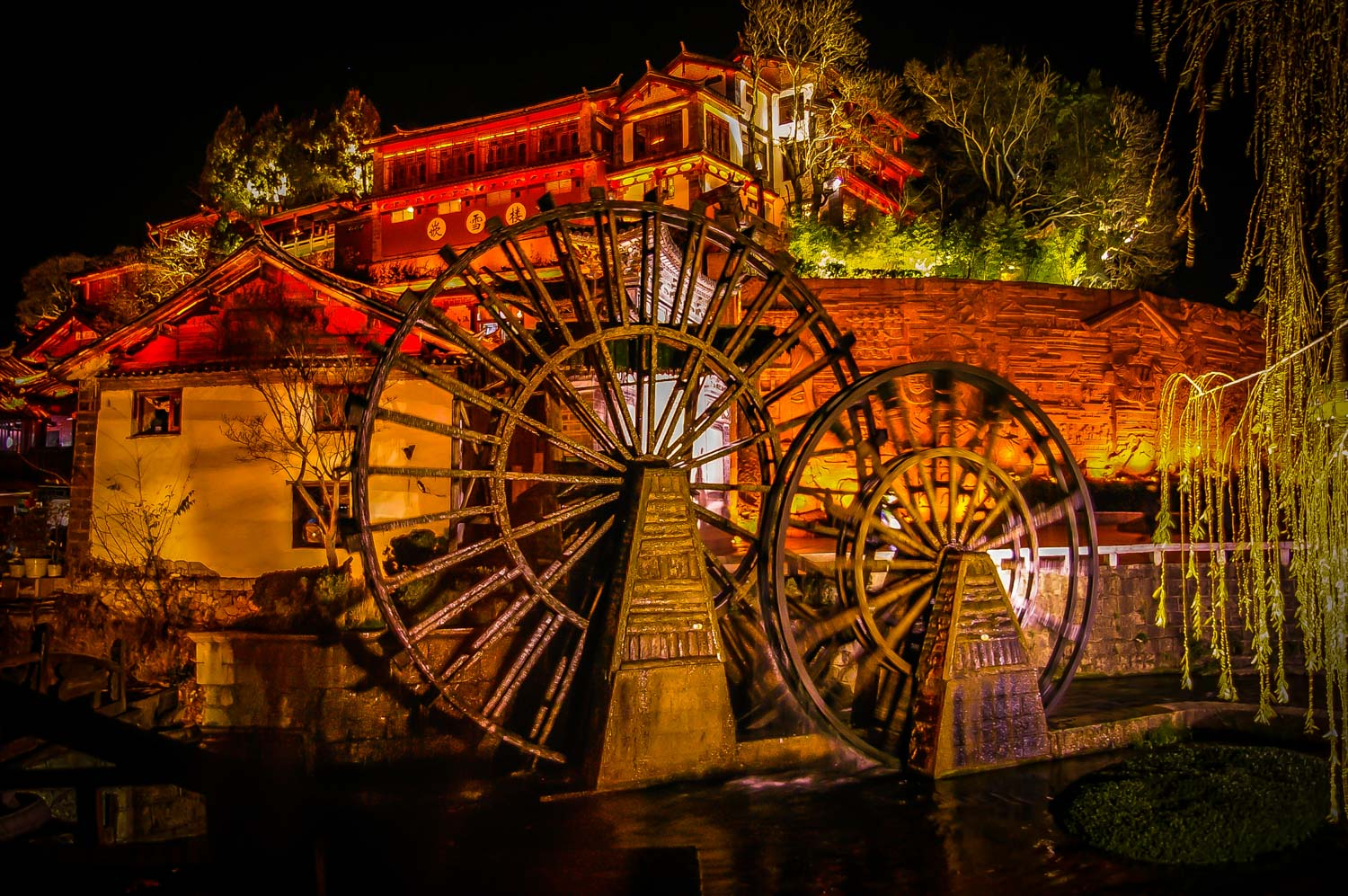 If you follow the streams will you allways end up back at the main waterwheel in old town, here late in the eveening when its lighted up.