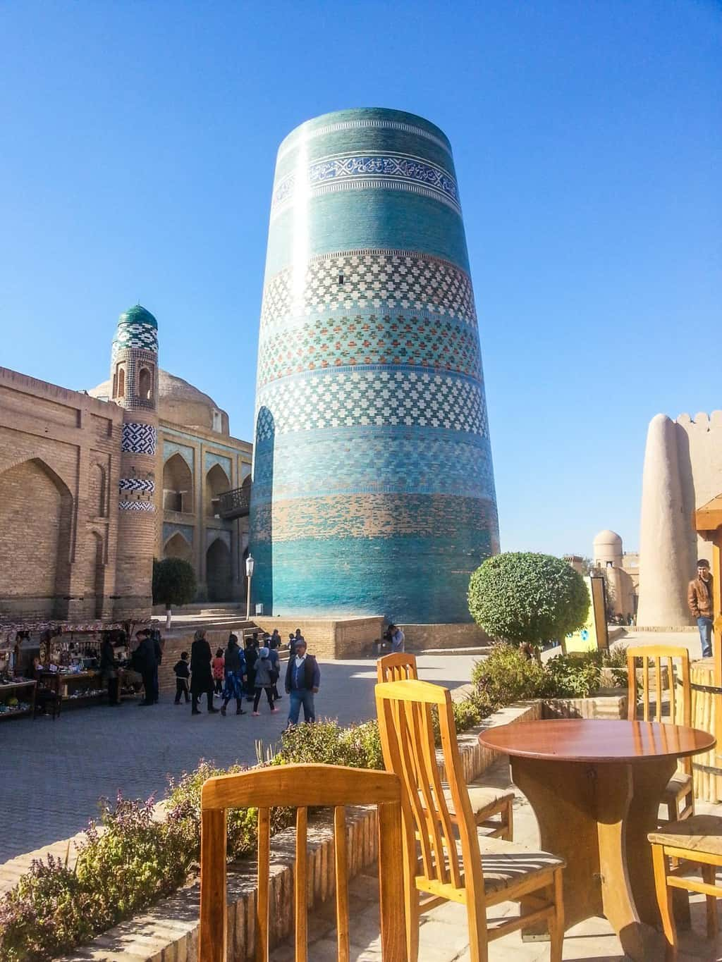My favourite resturant in Khiva. I could sit here for hours while enjoyng a cold beer and wathcing all the wedding partys going by