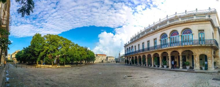 Panoramic view of Plaza de Armas in Havana, Cuba