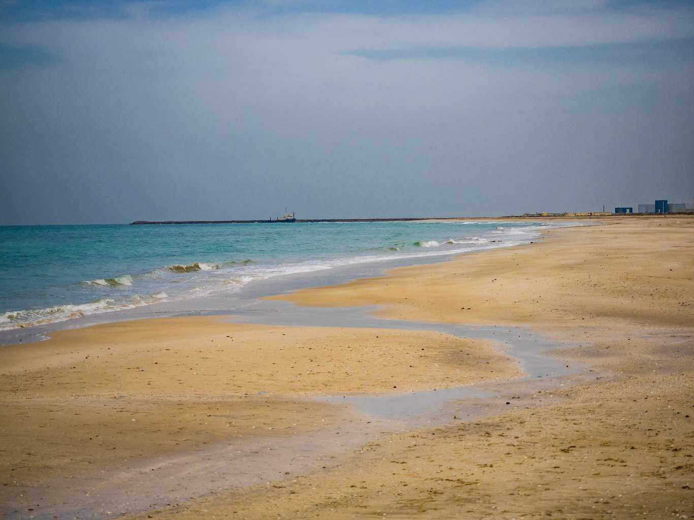 Fish aquarium in umm al quwain - The Beach Just Outside Of The Old Town In Umm Al Quwain