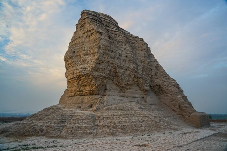 Just imagine how they built the Dur-Kurigalzu 3400 years ago.  a papular daytrip from Baghdad in Iraq