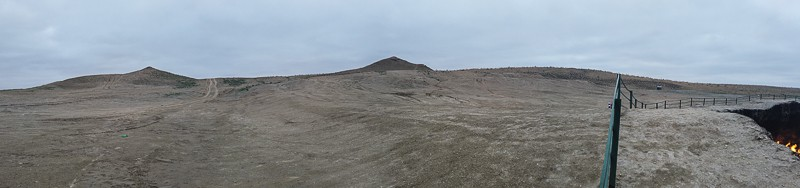 The two hills overlooking the crater, notice the fenze that was put up in September 2018, but it´s easy to climb over.