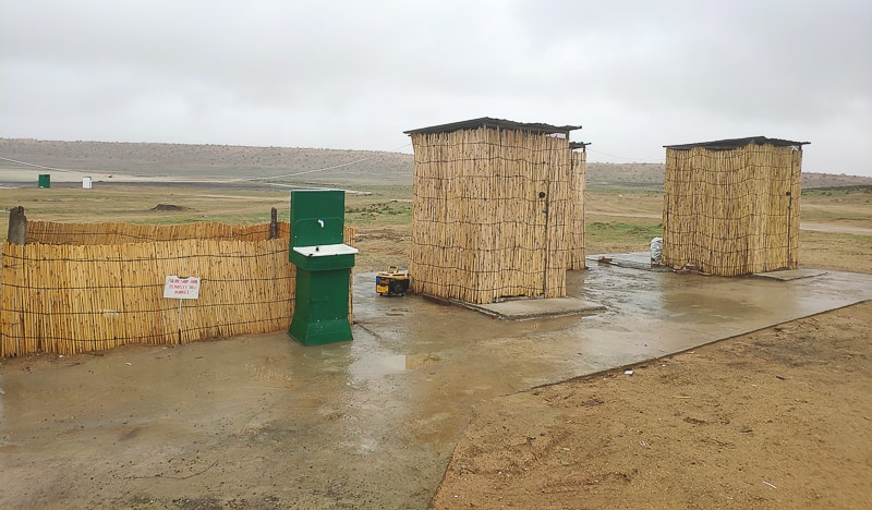 2 of the five toilets that´s put up, it´s western working flushing toilets, and its´clean!