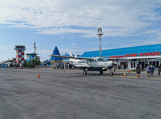 Nabire airport indonesia Cenderawasih Bay