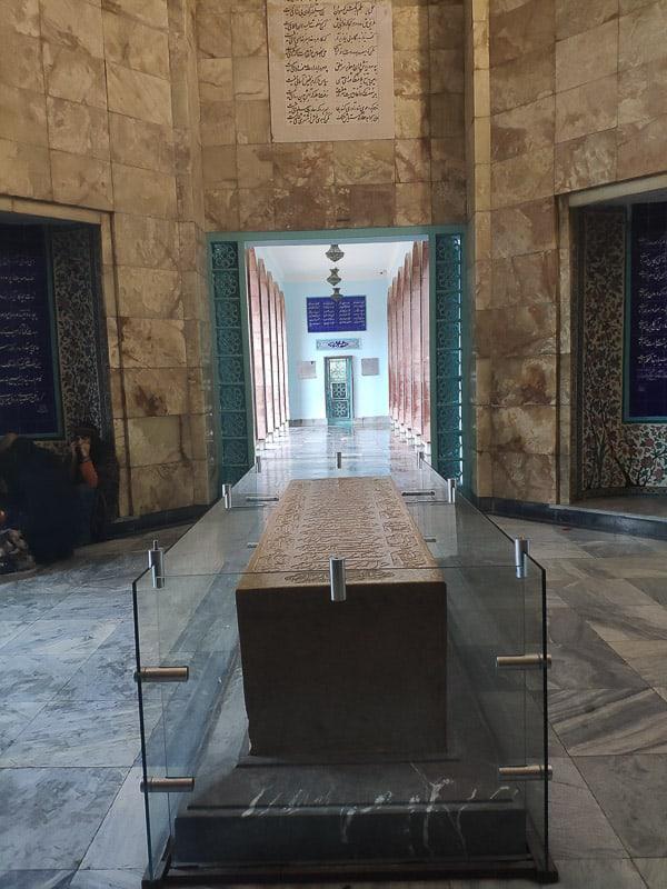 Гробница Саади в Ширазе в дождливый день. Шираз Главные события в Ширазе, сердце персидской культуры. 2018 11 25 15