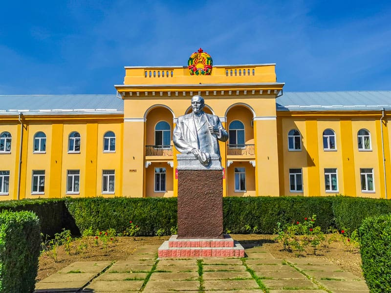Lening statue with the Soviet Music school in Transnistria