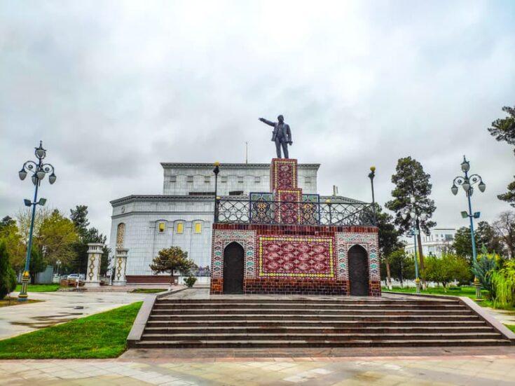 Lenin statue Ashgabat turkmenistan