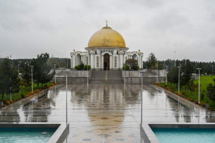 The outside of The Mausoleum toS aparmurat Niyazov