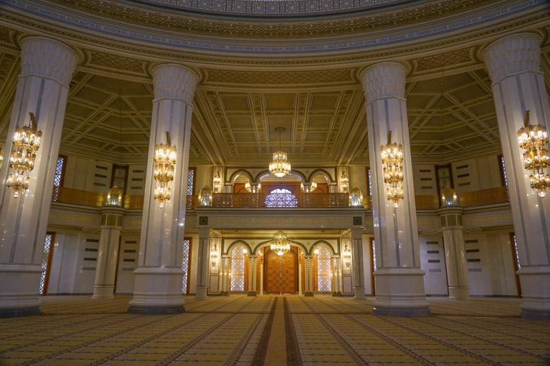 внутри мечети Тюркменбаши Рухи в Туркменистане
