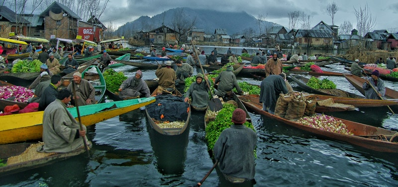 floating market Dal lake in north india