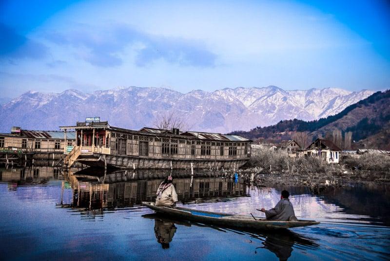 Дома-лодки на озере дал Сринагар