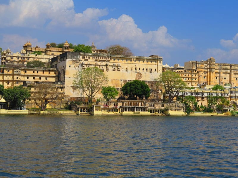 Old town Udaipur with the city palace on top
