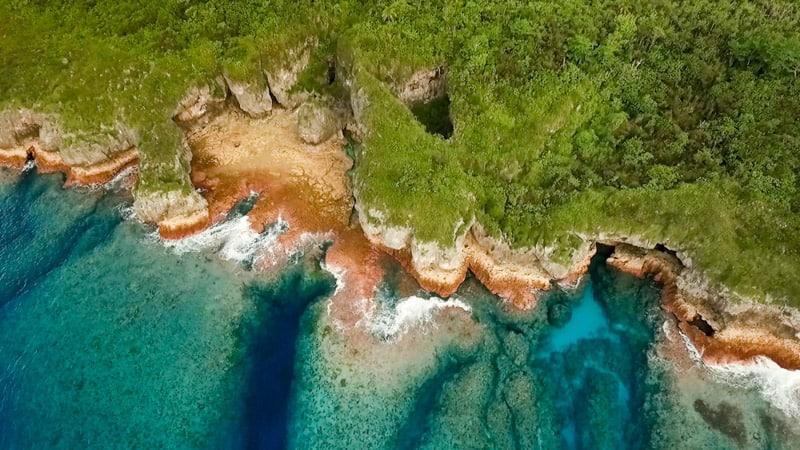 Все, что вам нужно знать перед посещением Ниуэ, Скалы Полинезии. Все, что вам нужно знать перед посещением Ниуэ, Скалы Полинезии. Niues Coast from Drone