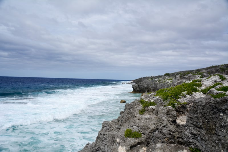 the coast of Nuie is rocky
