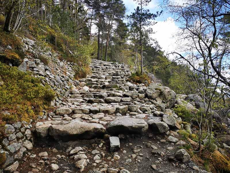 Sherpa steps Preikestolen