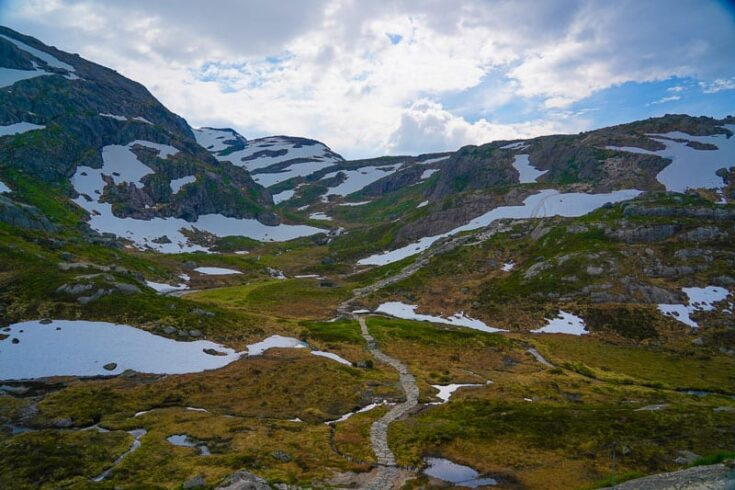 Kjeragbolten valley norway