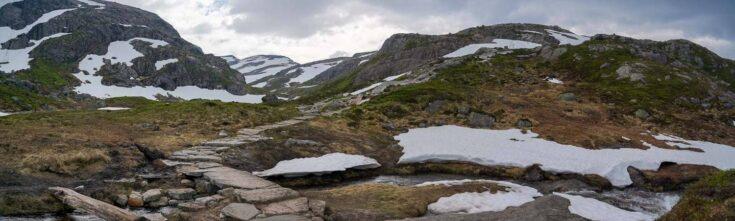 Kjeragbolten trail in norway