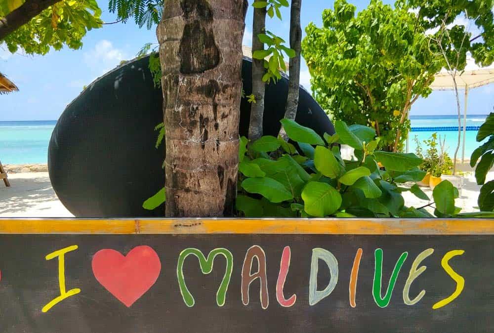 love maldives sign