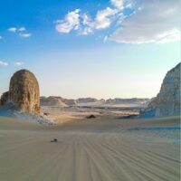 Travel guide to the white and black desert in Egypt
