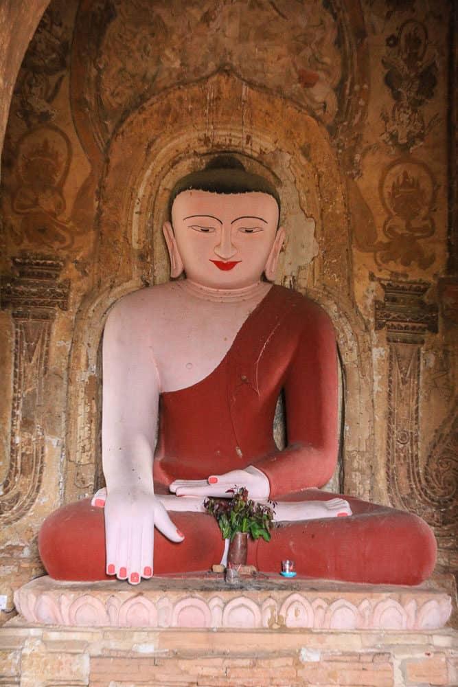buddha statue myanmar bagan