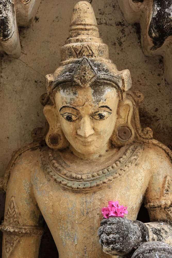 statue bagan myanmar