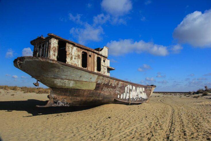 Aral sea boat uzbekistan