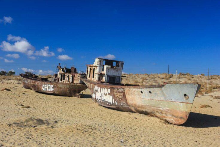 boats aral sea